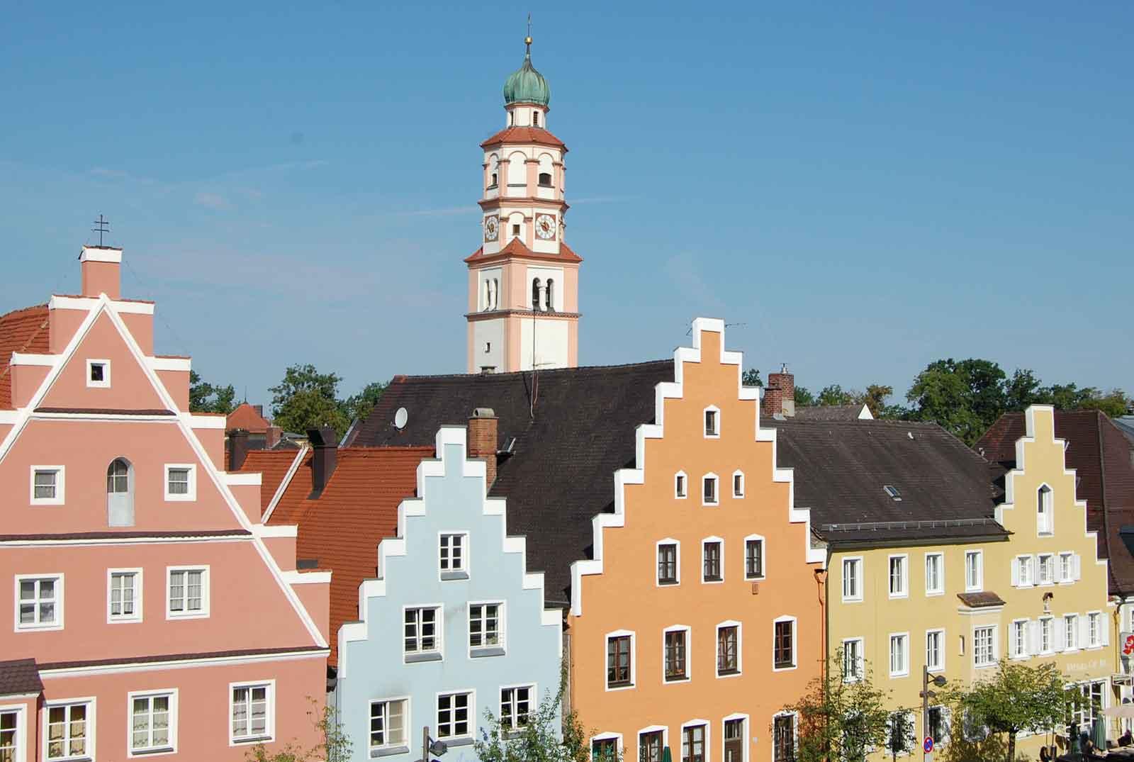 Giebelhäuser am Lenbachplatz