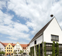 Lenbachplatz mit Rathaus